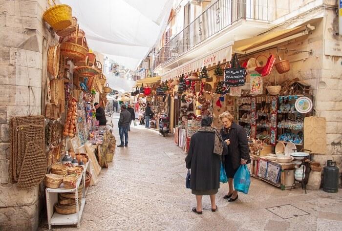 shopping street in bari