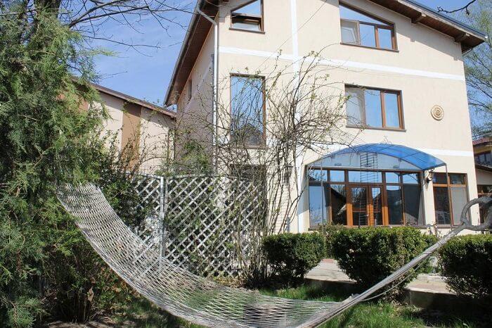 bautiful villa with hammock