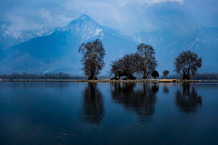 small island on dal lake