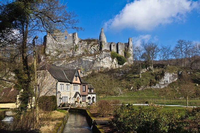 Montaigle Castle