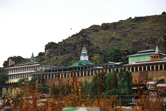 popular shrine of hamza makhdoom
