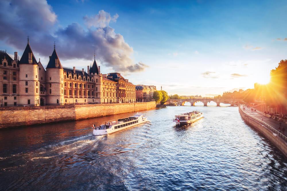 Seine Boat cruise