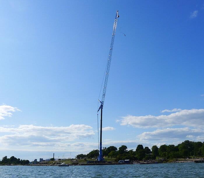 crane jumping helsinki