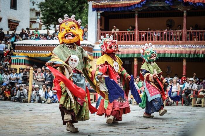 mask dance in leh