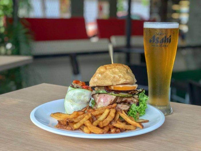 delicious burger and beer in birdie restro