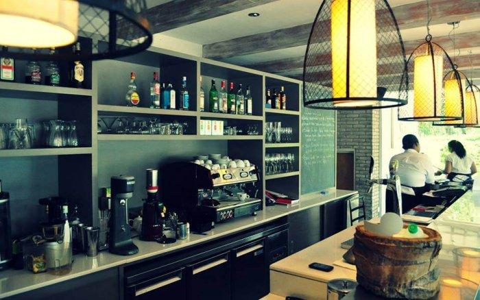 interiors of meltin' potes restaurant